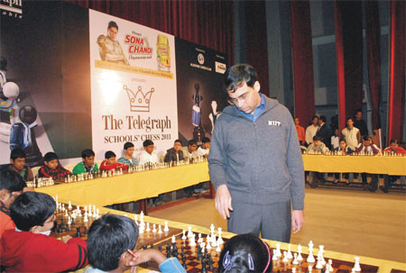 Simultaneous match by Viswanathan Anand at our club 2011