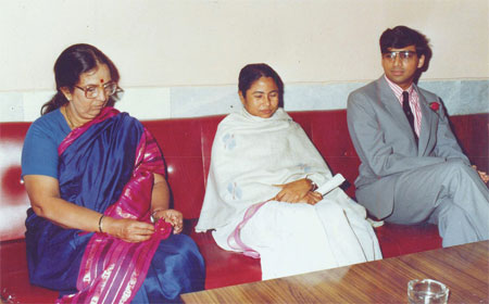 Hon'ble CM MS.Mamata Banerjee with GM Anand & his mother at Alekhine Chess Club